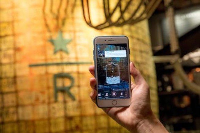 阿里巴巴集團聯手星巴克研發黑科技,將3D識別和跟蹤技術,結合AR技術,應用在線下門店,識別準確率高達97.3%,而且用手機淘寶「掃一掃」,即可開啓。是全球第一次大規模的商業應用。(取材自星巴克官網)
