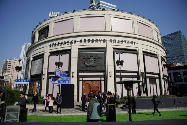 星巴克亞洲首家體驗門市「臻選咖啡烘焙工坊」在上海正式開幕。(路透)