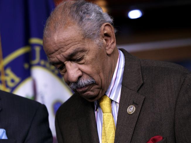 涉入性騷擾案的資深國會眾議員康耶斯宣布退休。(美聯社)