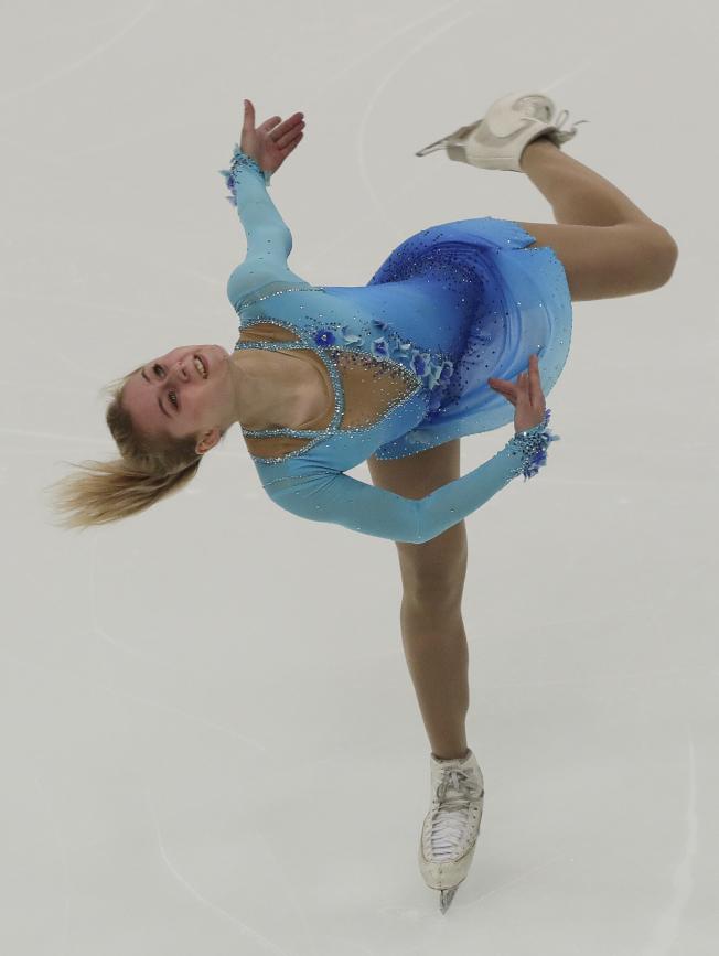 俄羅斯女子花樣滑冰選手莎汗諾維奇上個月在紐約州寧靜湖出賽美姿。(美聯社)