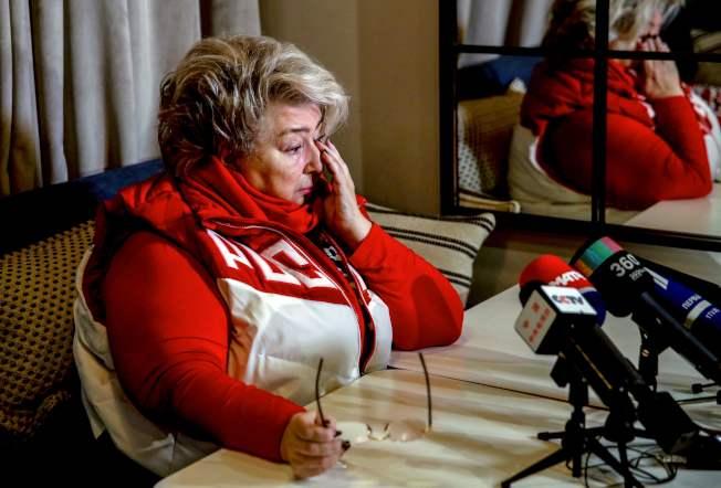 國際奧會禁止俄羅斯參加平昌冬奧後,俄羅斯著名的花樣滑冰教練塔提亞娜·塔拉索娃在莫斯科會晤媒體時不禁拭淚。(Getty Images)