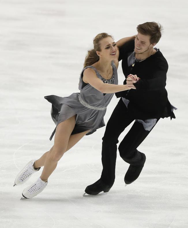 俄羅斯冰舞選手在紐約州寧靜湖出賽的美姿。(美聯社)
