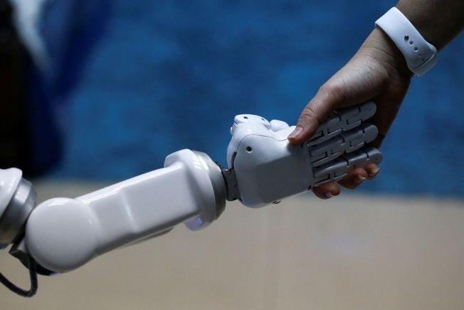 Google稱AI將讓人跟電腦聊天在5年內實現。(路透)