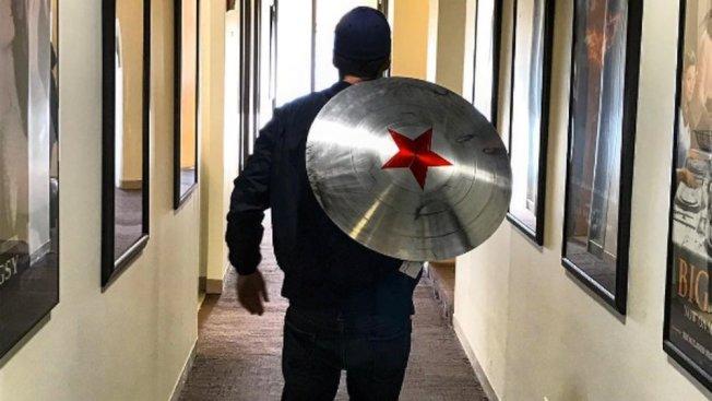 賽巴斯汀史坦在自己的社交網絡上發了這張盾牌圖片引發熱議。(取材自Instagram)