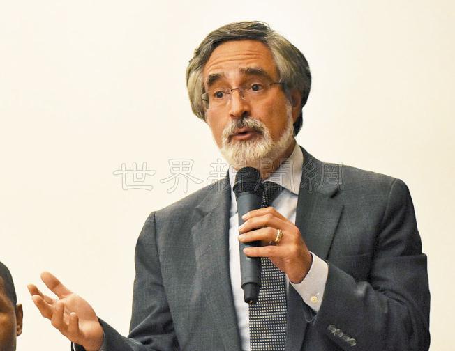 佩斯金在警民會議稱,他選建遊民導航中心的地點被市長李孟賢反對。(記者李秀蘭/攝影)
