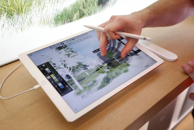 蘋果iPad系列產品銷售出現回溫,將在平板市場以價格戰搶奪市占。(路透)