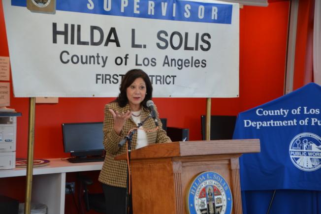 蘇麗絲感謝各部門統籌安排調度,高效為縣屬地居民謀福。(記者高梓原/攝影)