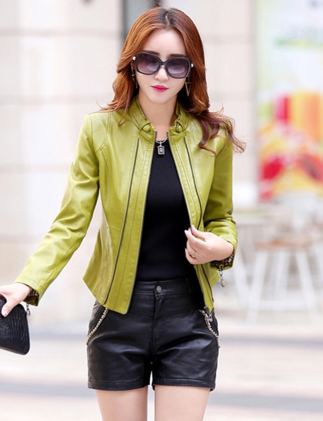 新款女式皮夾克。