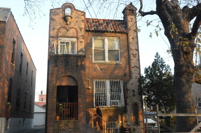 木邊房屋以連棟屋和公寓為主,建築風格傳統和現代並存。(記者牟蘭/攝影)