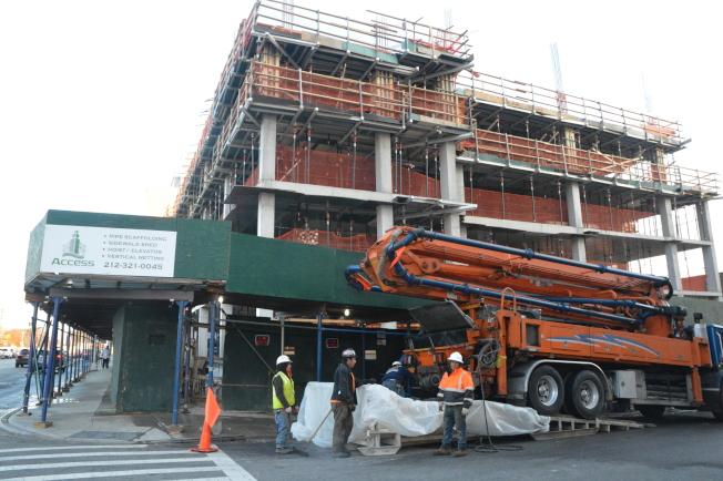 木邊區皇后大道64-06號計畫建造一個新的假日旅館。(記者牟蘭/攝影)