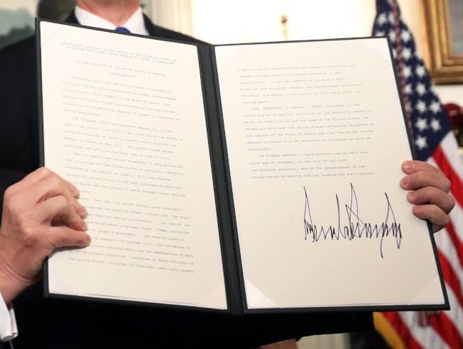 川普總統簽署行政令,承認耶路撒冷為以色列首都。(歐新社)
