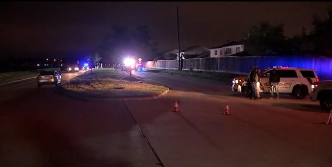 福遍縣5日晚發生一起槍擊命案,一名亞裔婦女在車上遭不明兇手槍擊身亡。(圖/取自ABC13電視台)