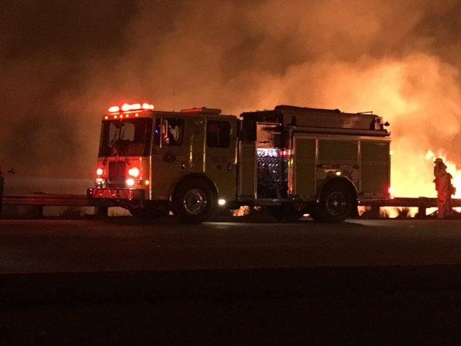 目前范杜拉縣大火已蔓延至9萬英畝。(加州消防局)