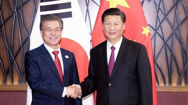 南韓總統文在寅(左)將到中國展開國是訪問。(新華網資料照片)