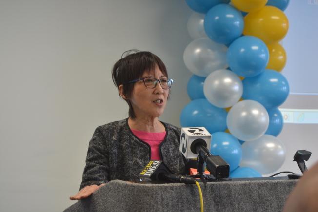 阿拉米達縣議員陳煥瑛表示,加州和阿縣地方政府、企業和社區齊心推廣清潔能源,減少碳排放。(記者劉先進/攝影)