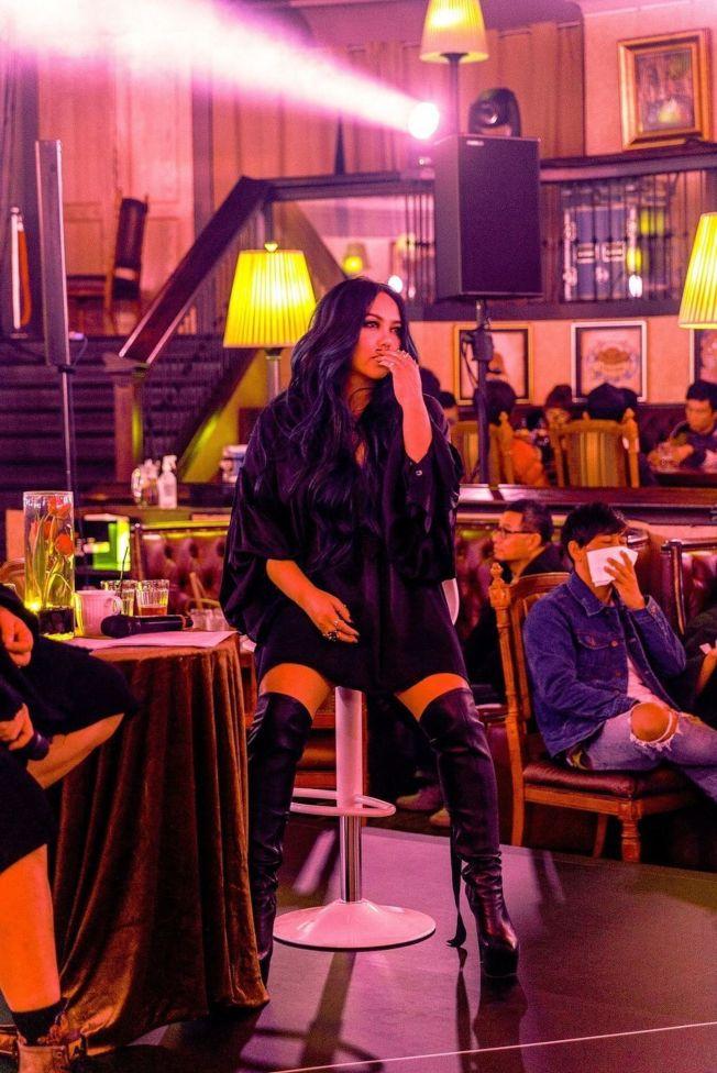 阿妹日前舉辦聽歌會,一聽新歌「連名帶姓」就淚崩。(圖 :EMI提供)