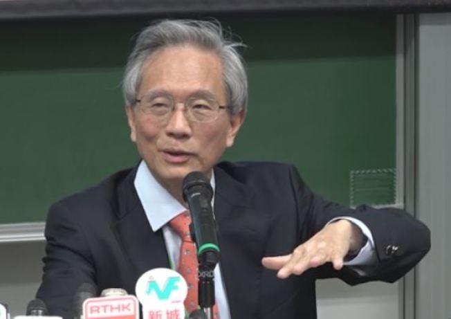 香港大學教育學院教授謝錫金說,家長應由小培養學童的閱讀興趣。(取材自香港電台)