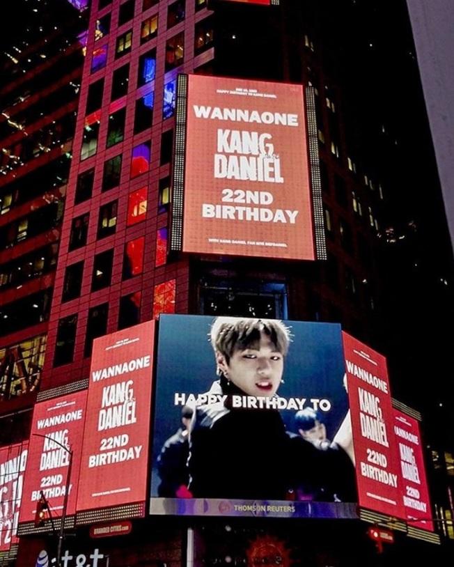 Wanna One人氣成員姜丹尼爾12月10日生日,粉絲大手筆於美國紐約時代廣場投放祝壽廣告。(取材自推特)