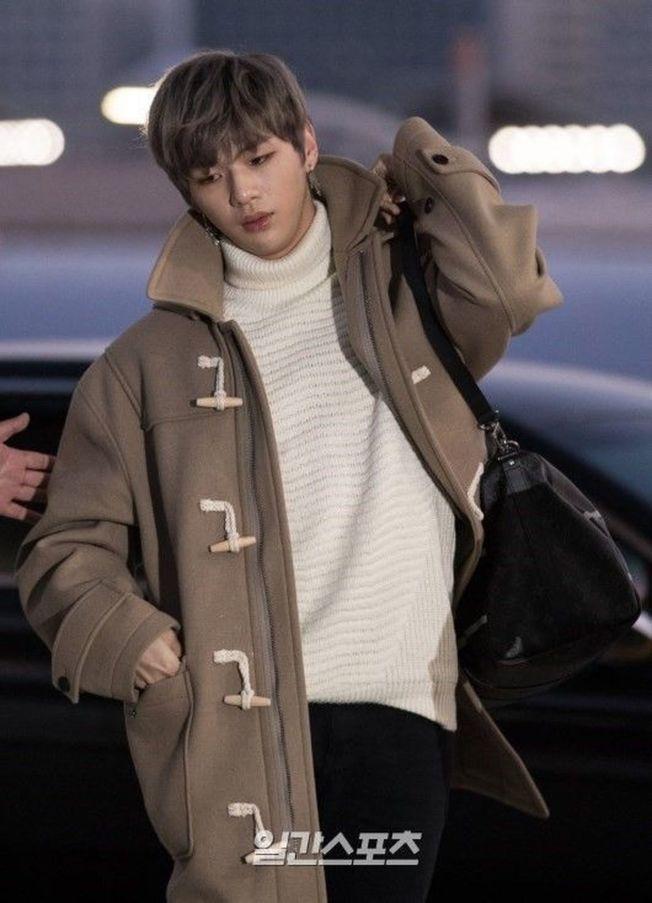 Wanna One人氣成員姜丹尼爾因重感冒,緊急取消工作行程。(取材自日刊體育)