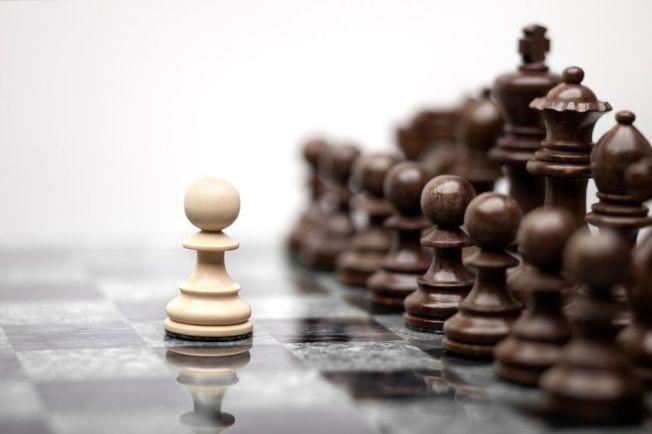 DeepMind團隊推出通用棋類人工智慧程式AlphaZero,擊敗各項棋類中的頂尖人工智慧程式,超越所有人的想像。西洋棋示意圖。圖/ingimage