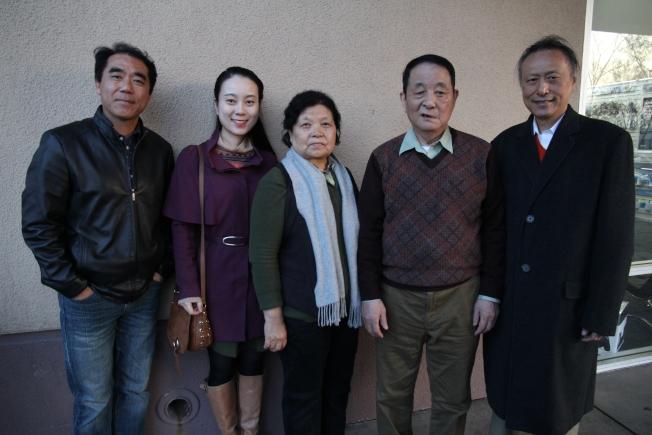 管子演奏家胡志厚(右二)訪問灣區,推廣國樂。右一為謝坦。(記者李榮/攝影)