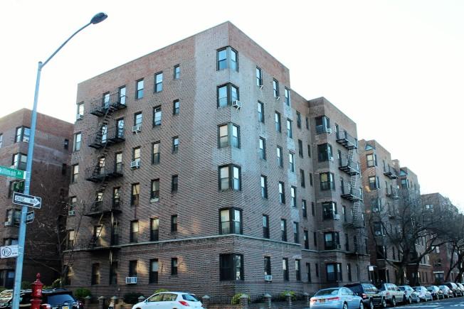 陽邊地區有很多上世紀20至30年代建成的六層高公寓樓。(記者朱蕾/攝影)
