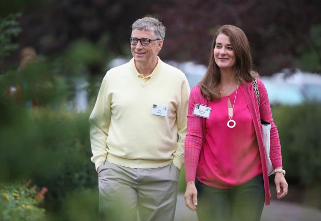 世界首富比爾蓋茲(左)和太太梅琳達也是在職場相識後,攜手共度人生。(Getty Images)