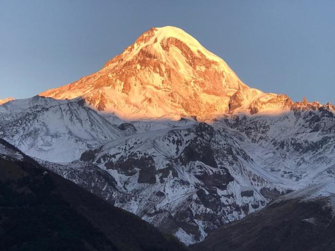 高加索髙原5047公尺的卡茲別克山峰。