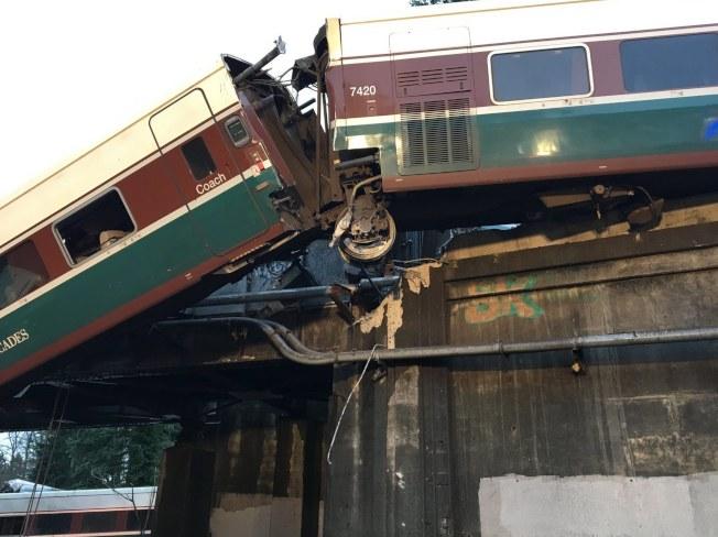 美鐵在華盛頓州發生脫軌事件。(歐新社)