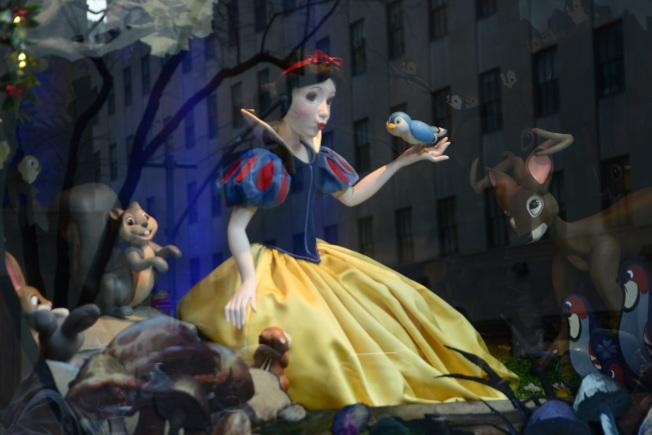薩克斯第五大道百貨的白雪公主櫥窗。