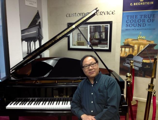 楊智華作曲家/鋼琴專家/調音技師為大家選用最合適的鋼琴。