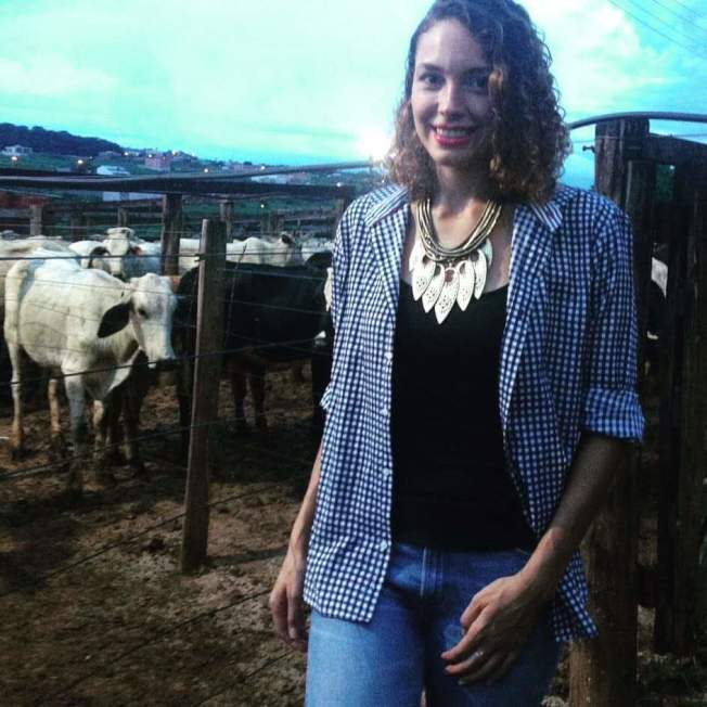 瑪麗娜在外公的農場。