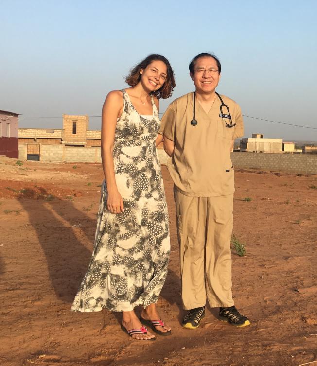 瑪麗娜和徐俊醫生今年4月初在塞內加爾首都達卡。