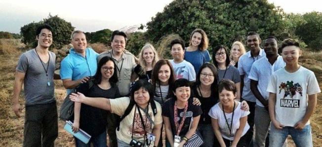 瑪麗娜和來自中國的志願工作者一起在非洲工作。