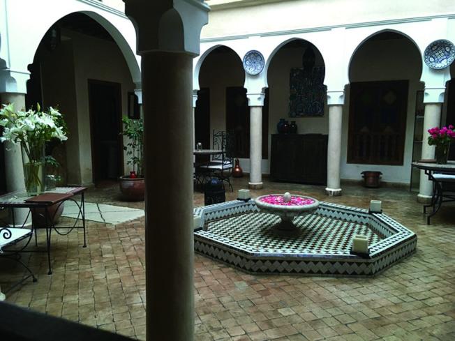 當地居民稱之為「Riad」的典型摩洛哥式傳統建築。(靜子.圖片提供)