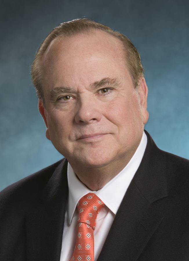 加州前檢察長洛克耶(Bill Lockyer)。(取材自維基百科)