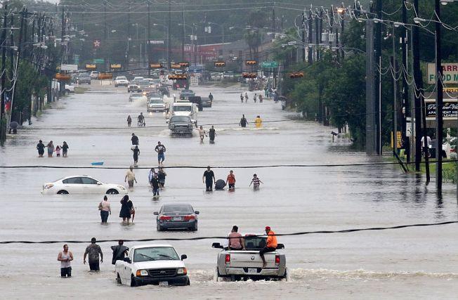 颶風帶來豪雨,為美南地區帶來洪患。(Getty Images)