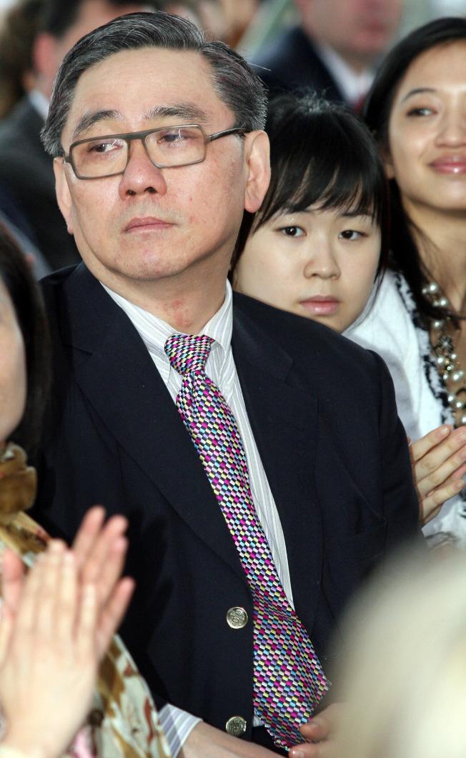 王文洋(左)相當疼愛女兒王思涵(左二)。(本報資料照片)