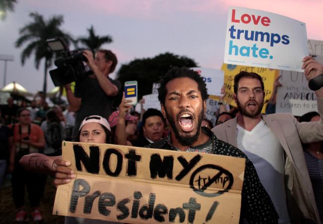川普上任的一年以來,雖然有所成就,但是沒能團結美國人民。(路透)