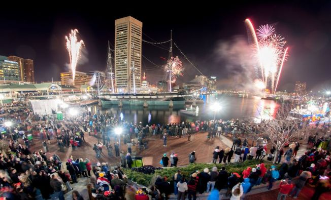 大華府跨年活動多,適合一家老少出行同樂。午夜煙花秀各地均有。巴爾的摩內港跨年盛景。(Getty Images)