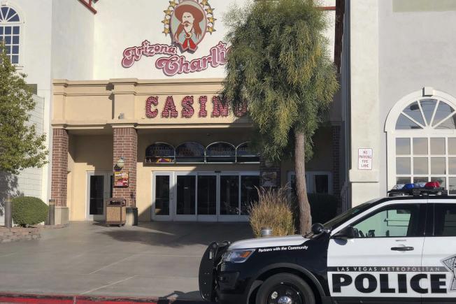 拉斯維加斯一間賭場酒店發生槍案後,警方封鎖現場進行調查。(美聯社)