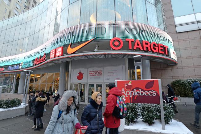 法拉盛天景購物中心吸引不少大型連鎖店。(記者朱澤人/攝影)
