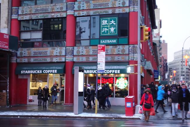 星巴克等連鎖零售商店不斷擴充。(記者金春香/攝影)
