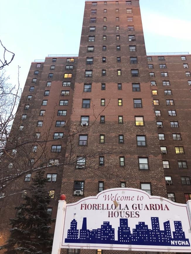 曼哈頓下城多棟政府樓在寒冷天氣供暖出現問題,民眾難過冬,圖為LaGuardia Houses。(記者陳小寧/攝影)