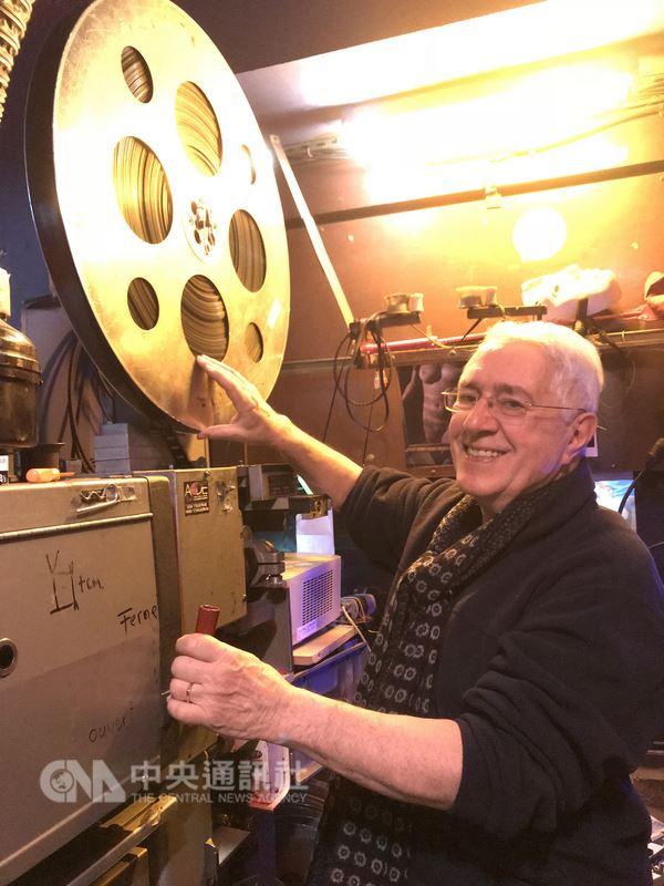 比佛利電影院是巴黎最後一間A片電影院,將於2018年2月歇業。老闆拉侯許經營了34年,幾乎都是快樂時光,最捨不得的是與客人共同建立的關係和氛圍。中央社記者曾依璇巴黎攝