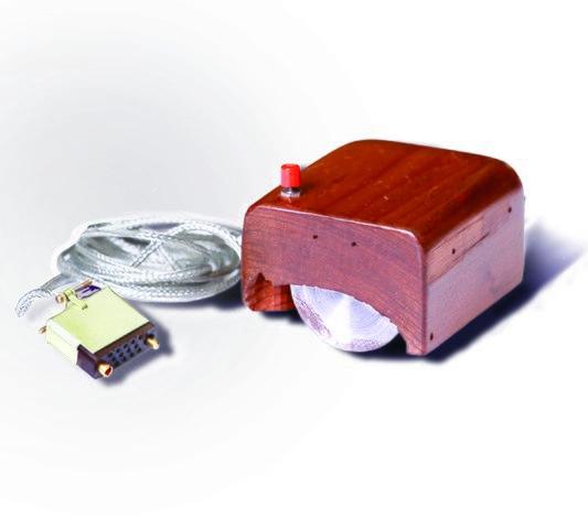 1968年12月9日,史丹福大學科學家道格拉斯·恩格爾巴特(Douglas Englebart)在加州展示了世上第一隻滑鼠。(取自維基)