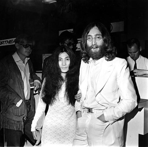 約翰‧藍儂和他的日籍太太小野洋子。美聯社1969年檔案照