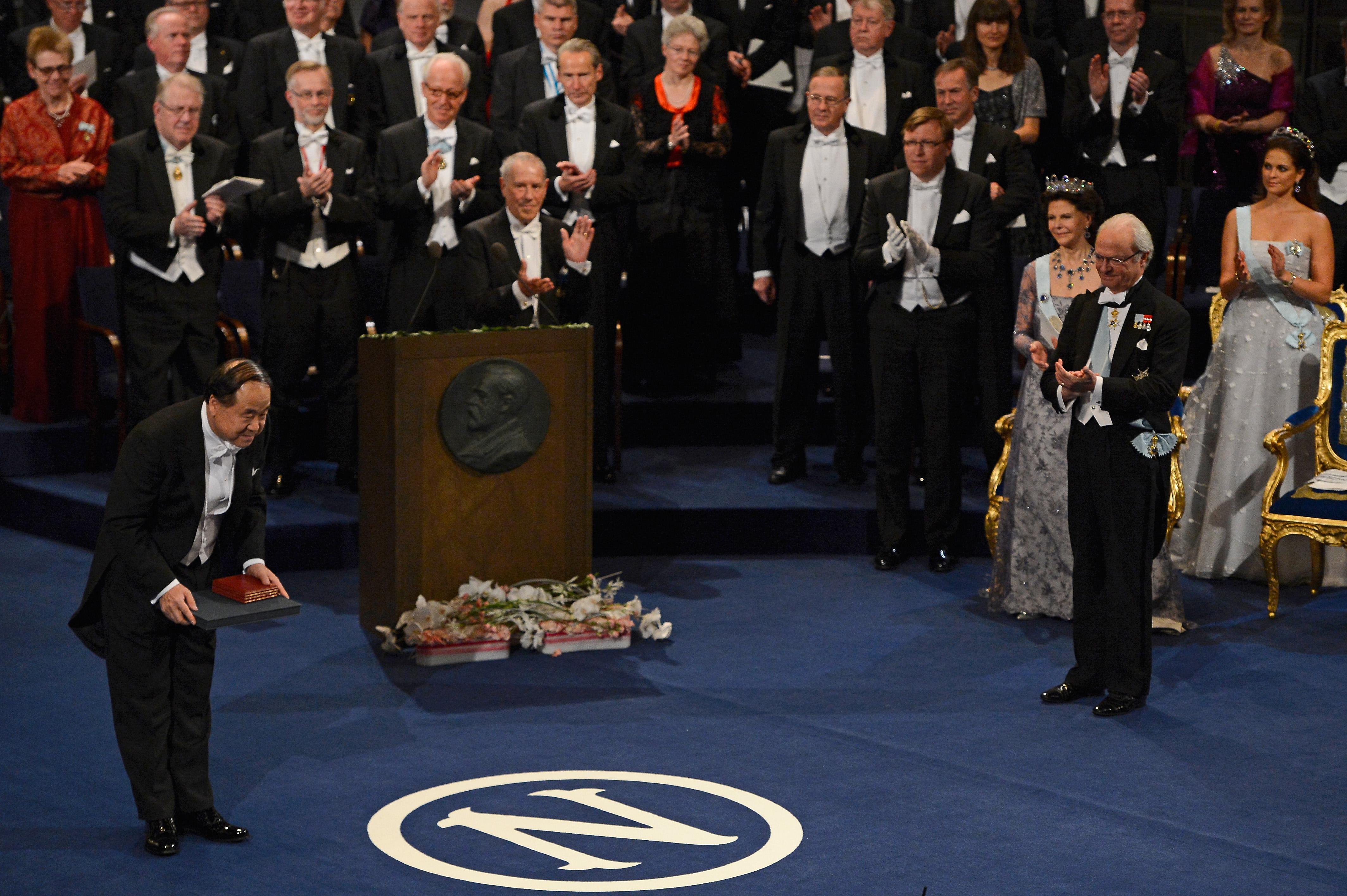 2012年中國作家莫言獲諾貝爾文學獎。(Getty Images)