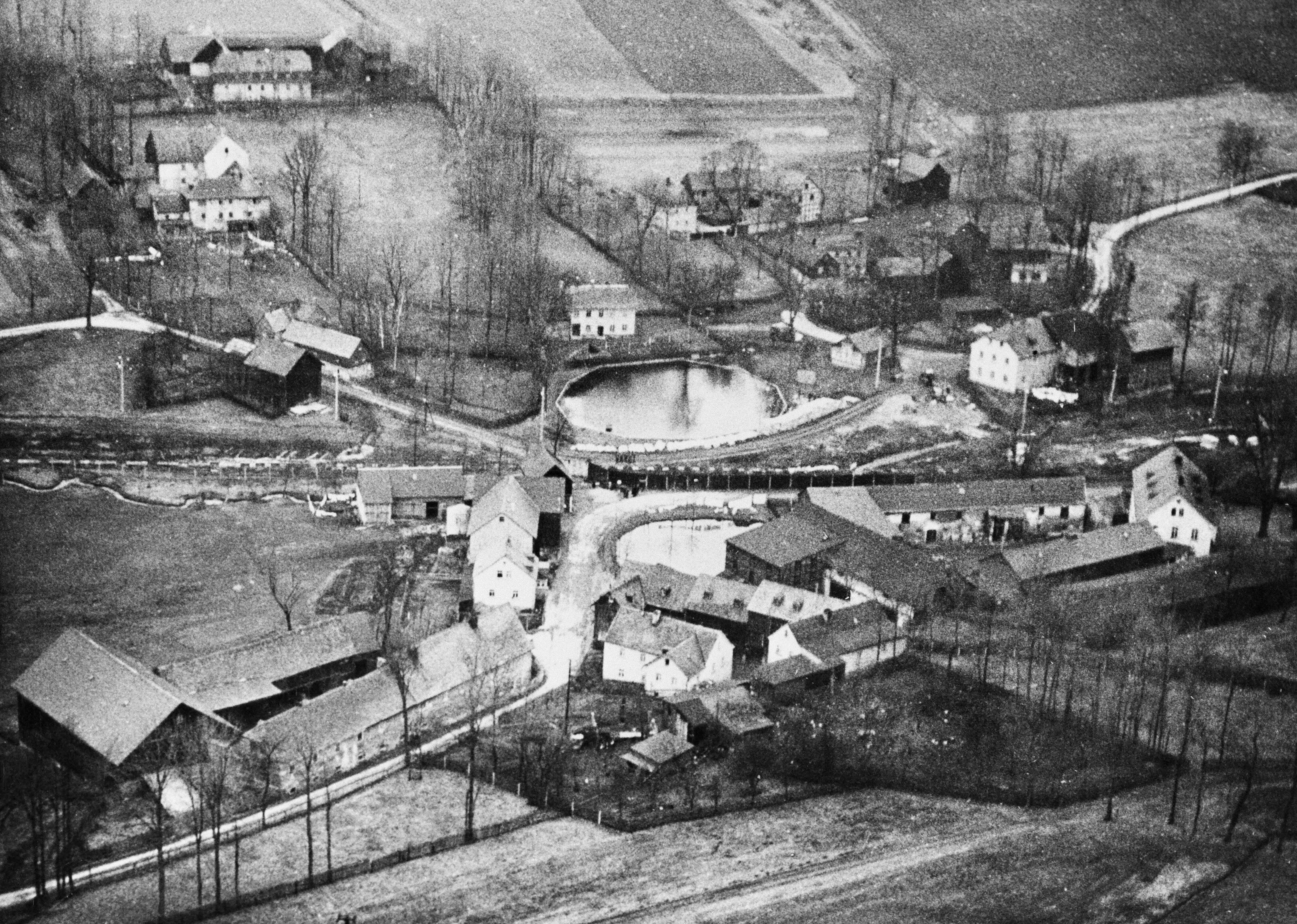 柏林圍牆將千千萬萬的德國家庭分隔開來,有人再也無法上班,更多家庭被撕裂。(Getty Images)