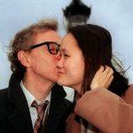 1997年12月24日:相差35歲 伍迪艾倫迎娶養女